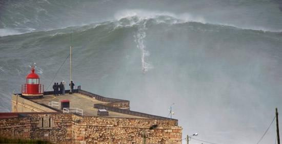 Axi Muniain surfista