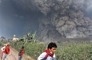 volcan Sinabung-personas