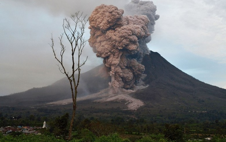 volcan sinabung-gas